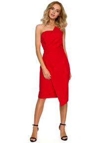 MOE - Czerwona Wieczorowa Asymetryczna Sukienka z Odkrytymi Ramionami. Kolor: czerwony. Materiał: elastan, poliester. Typ sukienki: asymetryczne, z odkrytymi ramionami. Styl: wizytowy