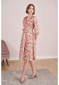 Marie Zélie - Sukienka Duilin Alca brzoskwiniowa. Kolor: pomarańczowy. Materiał: bawełna, satyna, skóra, materiał. Typ sukienki: kopertowe