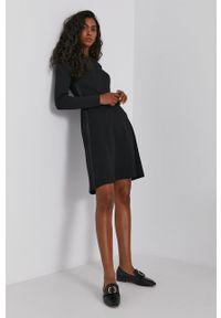 Calvin Klein - Sukienka. Kolor: czarny. Materiał: dzianina, poliester. Długość rękawa: długi rękaw. Wzór: gładki. Typ sukienki: rozkloszowane