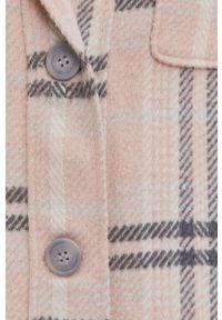 Answear Lab - Płaszcz. Kolor: różowy. Materiał: tkanina. Styl: wakacyjny