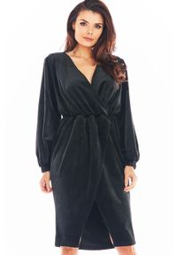 Czarna sukienka Awama kopertowa