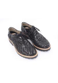 Czarne półbuty Zapato klasyczne, z okrągłym noskiem, z motywem zwierzęcym