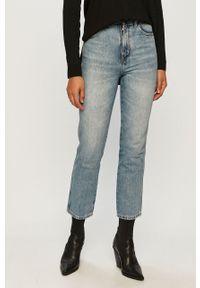 Niebieskie jeansy Wrangler z podwyższonym stanem