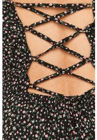 Czarna sukienka TALLY WEIJL rozkloszowana, w kwiaty, na ramiączkach