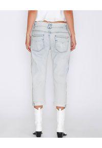 IXIAH - Błękitne jeansy z przetarciami. Kolor: niebieski. Wzór: haft. Styl: wakacyjny