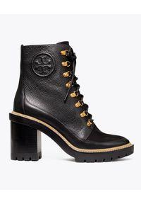 Tory Burch - TORY BURCH - Czarne botki Miller. Wysokość cholewki: za kostkę. Nosek buta: okrągły. Zapięcie: sznurówki. Kolor: czarny. Obcas: na słupku. Styl: klasyczny