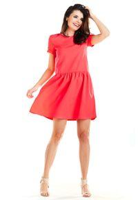 e-margeritka - Sukienka mini z falbaną na dole fuksja - 40. Okazja: na co dzień. Kolor: różowy. Materiał: poliester, materiał, elastan. Typ sukienki: rozkloszowane. Styl: elegancki, casual. Długość: mini