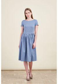 Marie Zélie - Sukienka Melania bawełna flanelowa w jodełkę niebieska. Kolor: niebieski. Materiał: bawełna. Długość rękawa: krótki rękaw. Wzór: jodełka