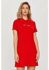 Czerwona sukienka Tommy Jeans z krótkim rękawem, prosta, na co dzień, mini