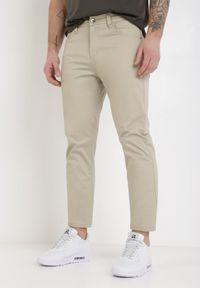Born2be - Beżowe Spodnie Regular Caerthynna. Kolor: beżowy. Długość: długie. Wzór: gładki