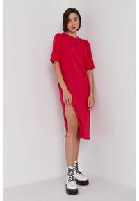 Armani Exchange - Sukienka. Okazja: na co dzień. Kolor: różowy. Materiał: dzianina. Długość rękawa: krótki rękaw. Wzór: nadruk. Typ sukienki: proste. Styl: casual