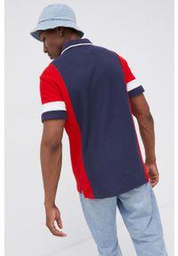 Tommy Jeans - Polo bawełniane. Okazja: na co dzień. Typ kołnierza: polo. Kolor: niebieski. Materiał: bawełna. Długość: krótkie. Wzór: aplikacja. Styl: casual