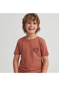 Reserved - Bawełniany t-shirt z napisami - Pomarańczowy. Kolor: pomarańczowy. Materiał: bawełna. Wzór: napisy