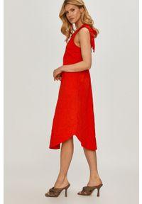 Czerwona sukienka Beatrice B prosta, na ramiączkach, casualowa, midi