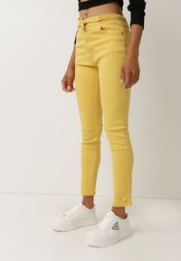 Born2be - Żółte Spodnie Push-Up Melwyn. Kolor: żółty