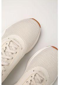 Kremowe buty sportowe Reebok na sznurówki, z okrągłym noskiem