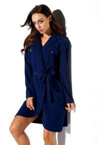 Lemoniade - Kopertowa wiązana sukienka z asymetrycznym dołem. Okazja: do pracy, na imprezę, na spotkanie biznesowe. Materiał: elastan. Długość rękawa: długi rękaw. Typ sukienki: asymetryczne, kopertowe. Styl: biznesowy