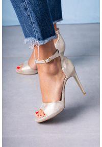 Casu - Złote sandały szpilki z zakrytą piętą i paskiem wokół kostki casu 1590/1. Zapięcie: pasek. Kolor: złoty. Obcas: na szpilce