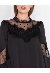 Czarna sukienka mini Nissa z długim rękawem, w koronkowe wzory, glamour