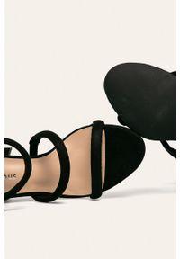 Czarne sandały Glamorous na średnim obcasie, na obcasie