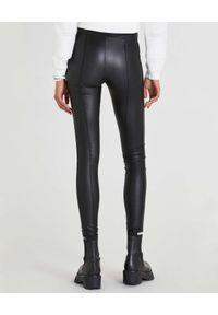 Patrizia Pepe - PATRIZIA PEPE - Czarne legginsy ze skóry syntetycznej. Stan: podwyższony. Kolor: czarny. Materiał: skóra, syntetyk