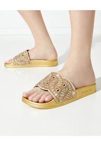 Casadei - CASADEI - Złote klapki z kryształkami. Kolor: złoty. Wzór: ażurowy, aplikacja