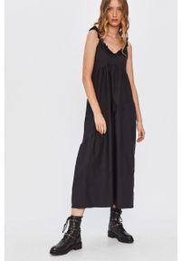 Czarna sukienka Answear Lab na ramiączkach, na co dzień, midi, wakacyjna