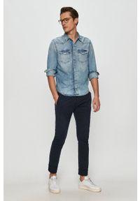 Guess - Spodnie. Kolor: niebieski. Materiał: tkanina. Wzór: gładki