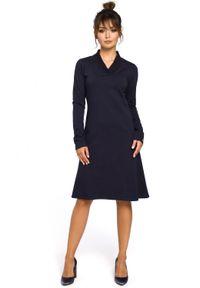BE - Trapezowa sukienka o wyjątkowym kroju. Materiał: bawełna, dresówka, materiał, elastan. Typ sukienki: trapezowe. Styl: elegancki