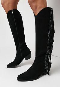 Born2be - Czarne Kozaki Aegione. Nosek buta: okrągły. Zapięcie: zamek. Kolor: czarny. Szerokość cholewki: normalna. Wzór: aplikacja. Wysokość cholewki: przed kolano. Materiał: skóra, materiał. Obcas: na słupku. Styl: boho