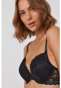 Calvin Klein Underwear - Biustonosz modelujący. Kolor: czarny. Materiał: koronka, materiał. Rodzaj stanika: odpinane ramiączka, wyciągane miseczki, biustonosz z fiszbinami. Wzór: gładki