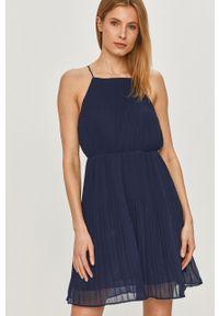 Pepe Jeans - Sukienka Mine. Kolor: niebieski. Materiał: tkanina. Długość rękawa: na ramiączkach. Wzór: gładki. Typ sukienki: rozkloszowane, plisowane