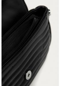 Answear Lab - Torebka. Kolor: czarny. Materiał: pikowane. Styl: wakacyjny. Rodzaj torebki: na ramię
