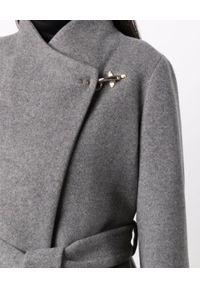 FAY - Wełniany płaszcz ze srebrnym zapięciem. Kolor: szary. Materiał: wełna. Długość rękawa: długi rękaw. Długość: długie. Styl: klasyczny