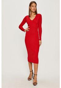 TwinSet - Twinset - Sukienka. Kolor: czerwony. Materiał: dzianina. Długość rękawa: długi rękaw. Wzór: gładki. Typ sukienki: dopasowane