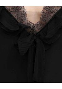 Alexander McQueen - ALEXANDER MCQUEEN - Czarna koszulka z jedwabiu. Kolor: czarny. Materiał: jedwab. Długość rękawa: na ramiączkach. Wzór: koronka