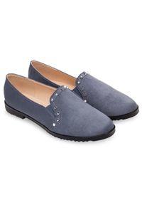Niebieskie półbuty MISS LAURA w kolorowe wzory, bez zapięcia, eleganckie