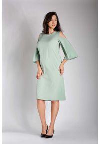 Nommo - Zielona Prosta Midi Sukienka z Rozkloszowanym Rękawem PLUS SIZE. Kolekcja: plus size. Kolor: zielony. Materiał: wiskoza, poliester. Typ sukienki: proste, dla puszystych. Długość: midi