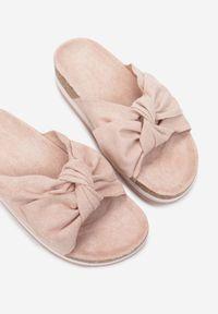 Born2be - Różowe Klapki Yrelneth. Nosek buta: okrągły. Kolor: różowy. Wzór: kwiaty, kolorowy. Obcas: na platformie