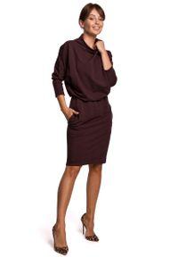 MOE - Kimonowa Sukienka z Ołówkowym Dołem - Brązowa. Kolor: brązowy. Materiał: bawełna, elastan. Typ sukienki: ołówkowe
