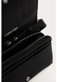 Czarny portfel Calvin Klein