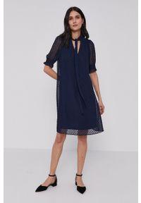 DKNY - Dkny - Sukienka. Kolor: niebieski. Materiał: tkanina. Długość rękawa: krótki rękaw. Wzór: gładki. Typ sukienki: rozkloszowane