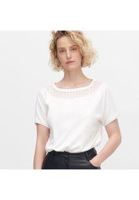 Biała bluzka Reserved w koronkowe wzory
