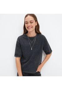 Mohito - Bawełniana koszulka oversize - Szary. Kolor: szary. Materiał: bawełna