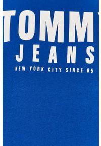 Niebieski t-shirt Tommy Jeans casualowy, na co dzień, z nadrukiem