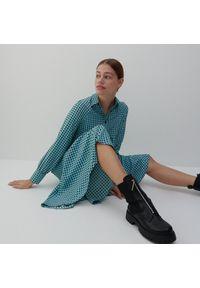 Reserved - Wzorzysta sukienka - Czarny. Kolor: czarny