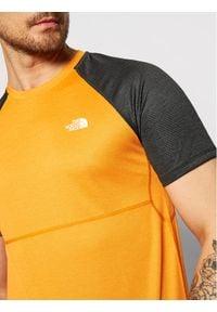 The North Face Koszulka techniczna Stretch NF0A494HQD51 Pomarańczowy Regular Fit. Kolor: pomarańczowy