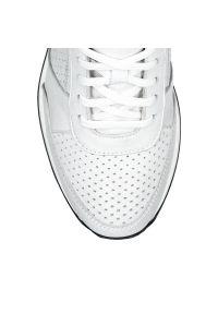Srebrne sneakersy Arturo Vicci na co dzień
