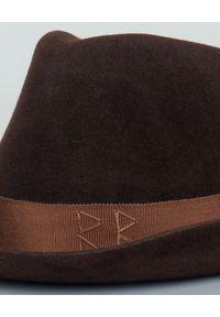 RUSLAN BAGINSKIY - Kapelusz filcowy. Kolor: brązowy. Materiał: materiał. Wzór: aplikacja. Styl: elegancki