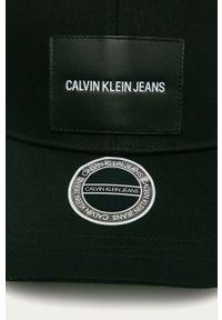 Czarna czapka z daszkiem Calvin Klein Jeans gładkie